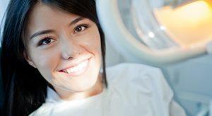 Mosolyogjon bátran fogászati implantátumokkal is.